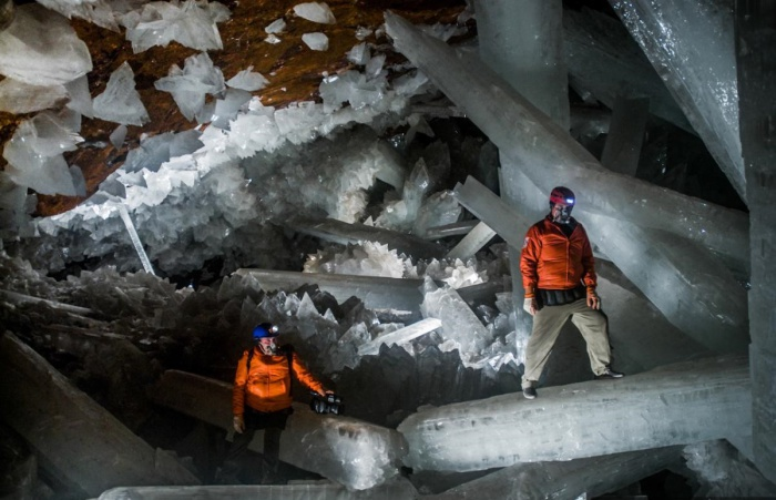 Огромные кристаллы в одной из пещер Мексики.