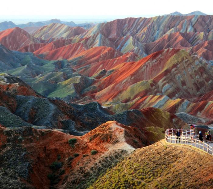 Цветные горы в Китае.