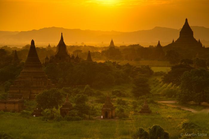Великолепный вид на столицу Мьянмы.