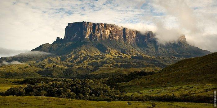 Живописный вид на гору Рорайма.