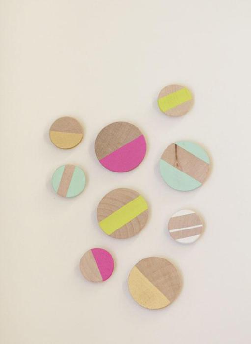 Красочные магниты сделают простой холодильник стильным и ярким.