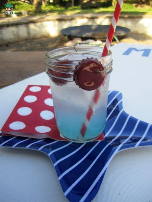 Оригинальный способ освежить внешний вид стаканов.