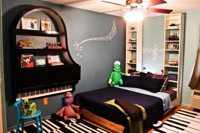 Прекрасный вариант полочки в детскую для ребенка, увлеченного музыкой.