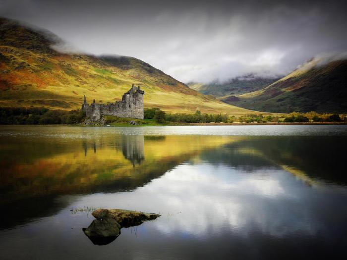 На территории Шотландии находится огромное количество красивейших озер.