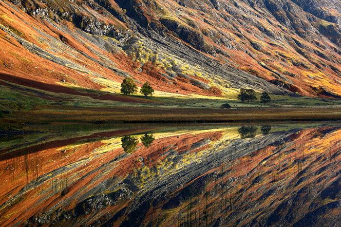 Великолепные горы на берегах кристально чистой реки.