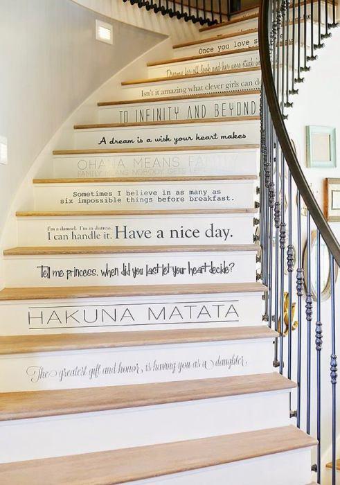 Под каждой ступенькой записана определенная фраза, идиома или цитата.