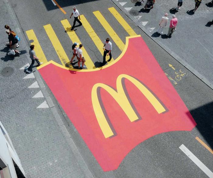 Оригинальная реклама сети ресторанов быстрого питания Macdonald's.