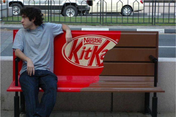 Реклама шоколадных батончиков Kit-Kat.