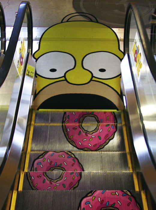Реклама пончиков с Гомером Симпсоном.