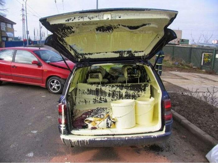 Возможно, это такой новый способ покрасить машину изнутри?