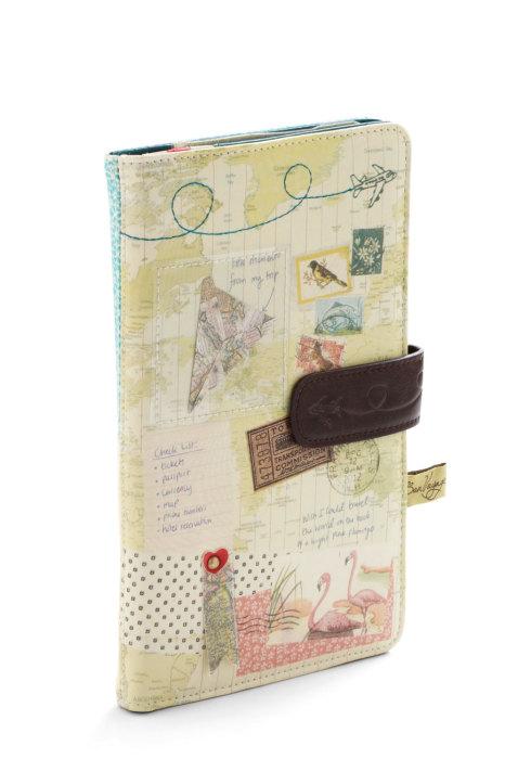 Замечательный кошелек с почтовыми марками, самолетами и картами.