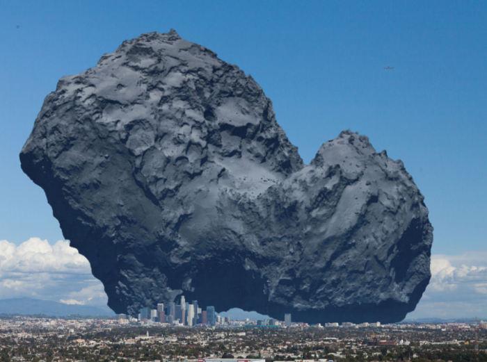 Огромная комета в сравнении со снимком города.