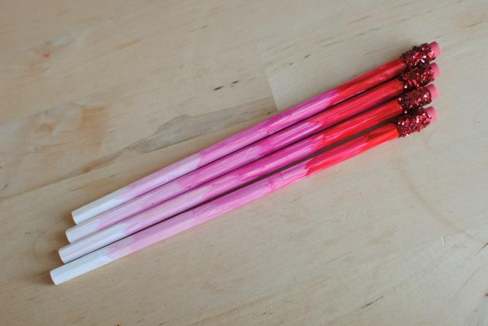 Такие яркие карандаши порадуют как малыша, так и взрослого человека.