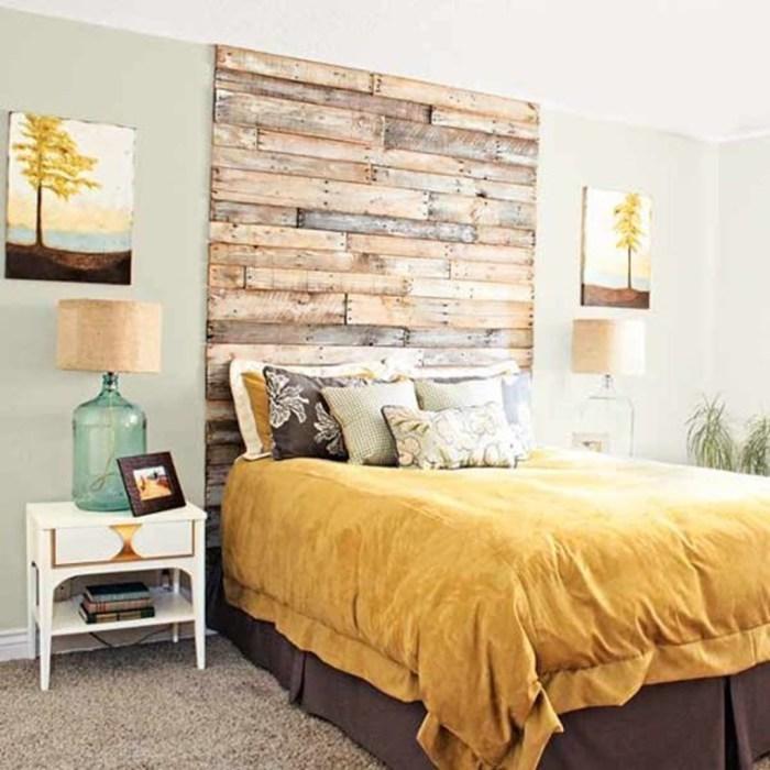Изголовье кровати из деревянных планок.