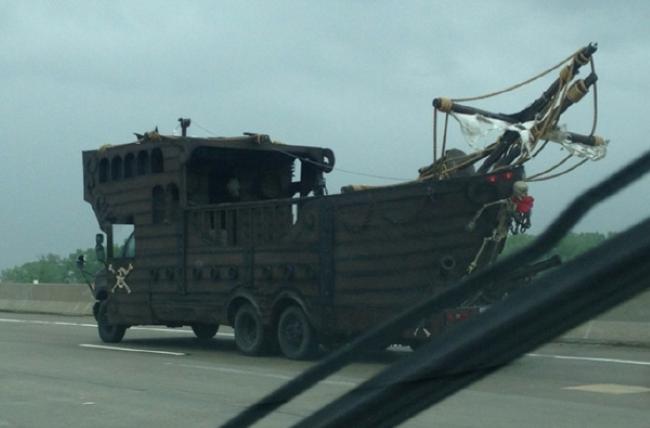 Такой автомобиль скорее всего будет сниматься в следующей части фильма «Пираты Карибского моря».
