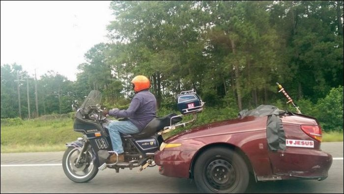 Оригинальный способ вторичного использования передней части ненужного автомобиля.