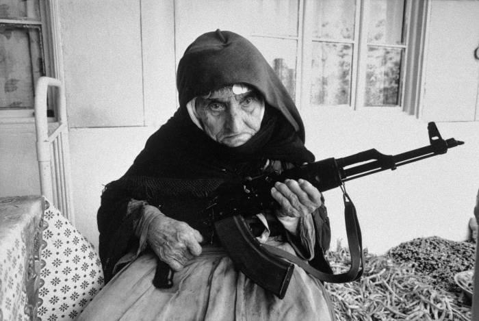 106-летняя защитница своего очага.