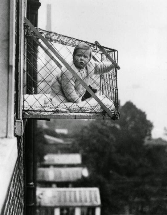 Странная и опасная детская клетка.