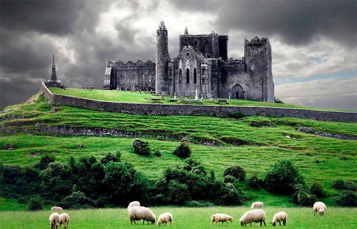 Замок находится в городе Кашел в Ирландии