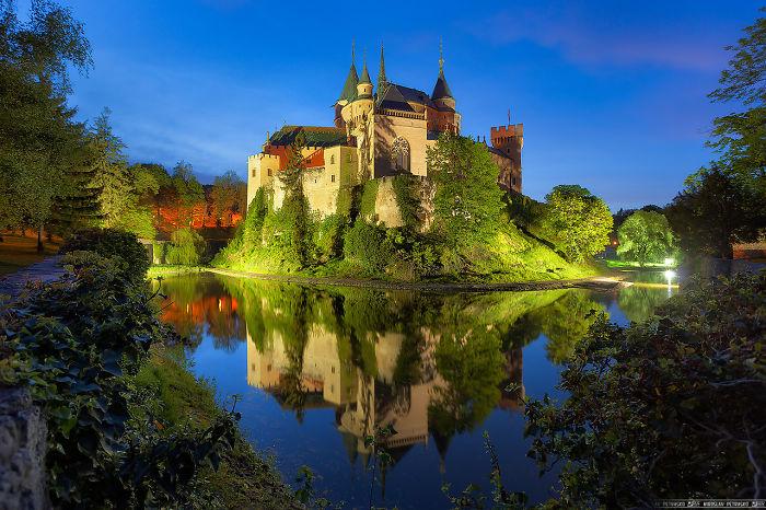 Замок расположен в городе Бойнице в Словакии