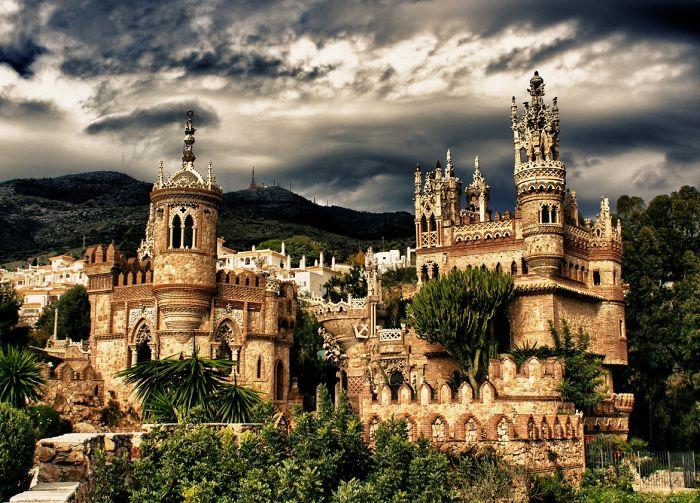 Замок Коломарес, построенный в честь Христофора Колумба