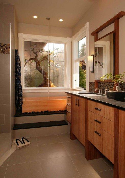 Мебель из натурального дерева в ванной комнате.