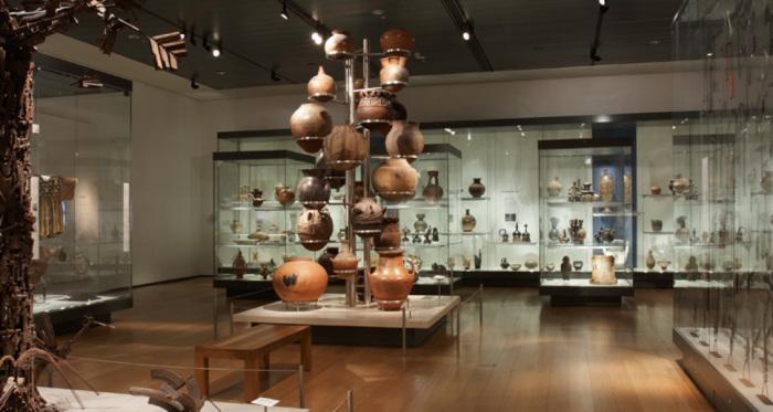 Крупнейший историко-археологический музей Великобритании.
