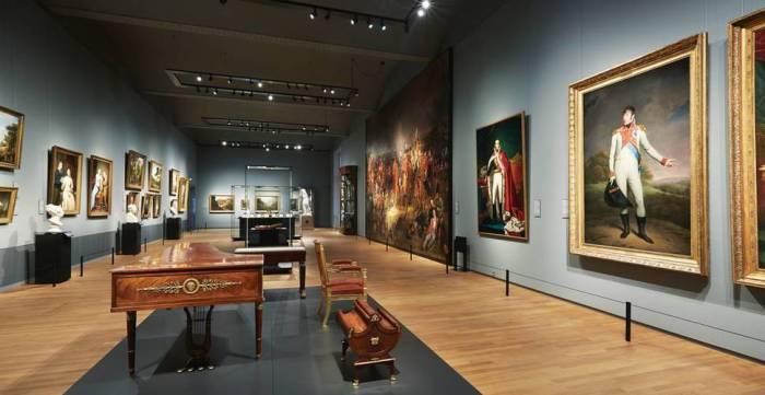 Художественный музей, основан братом Наполеона Бонапарта.