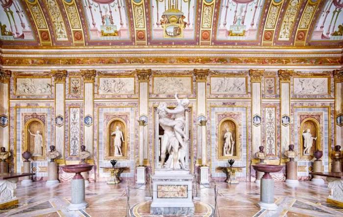 Галерея расположена на вилле кардинала Шипионе Боргезе.