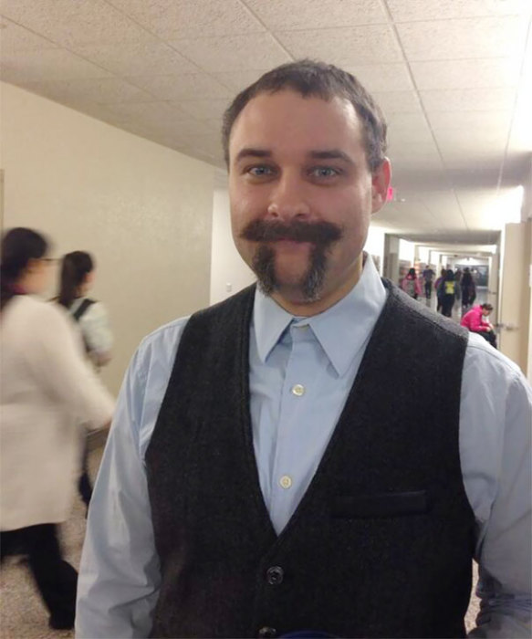 Учитель выбрил бороду в честь дня числа Пи.