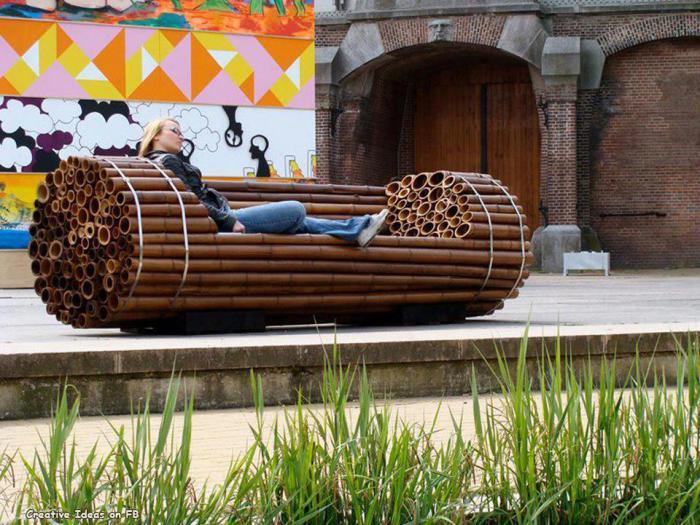 Оригинальная софа из бамбуковых брусков.