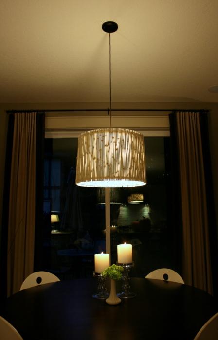 Простая, но изысканная лампа из бамбука.