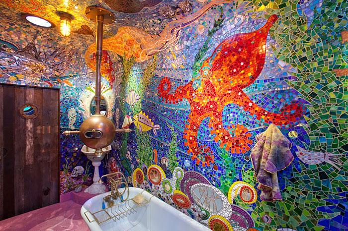 Яркая ванная комната.