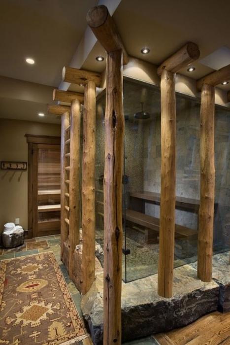 Деревянные балки в душевой комнате.
