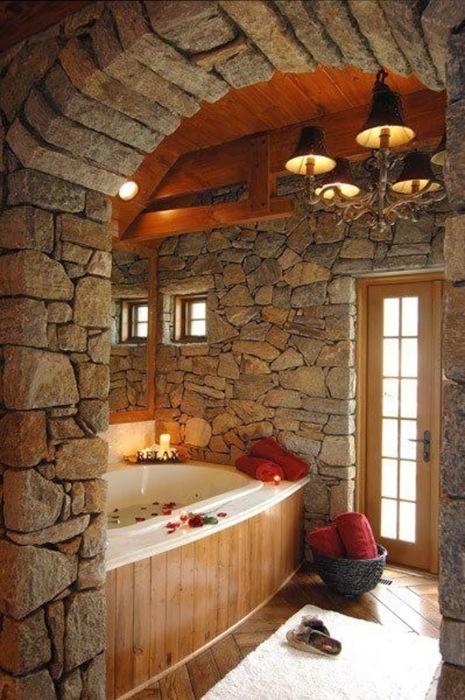 Натуральные материалы в дизайне ванной комнаты.