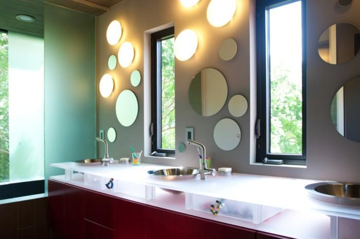 Великолепное сочетание бра и зеркал