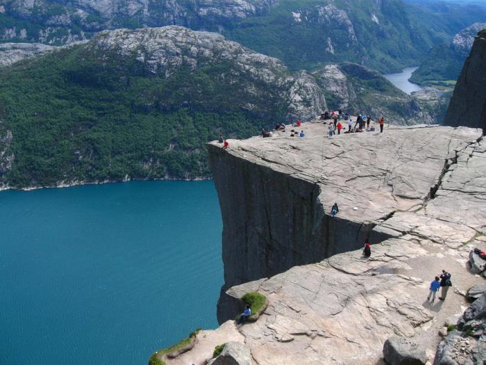 «Скала-кафедра» в Норвегии.