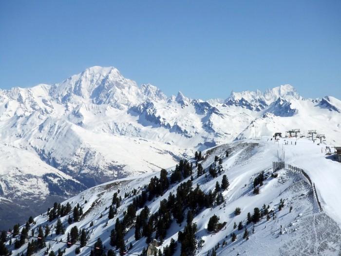 Заснеженные вершины Альп.