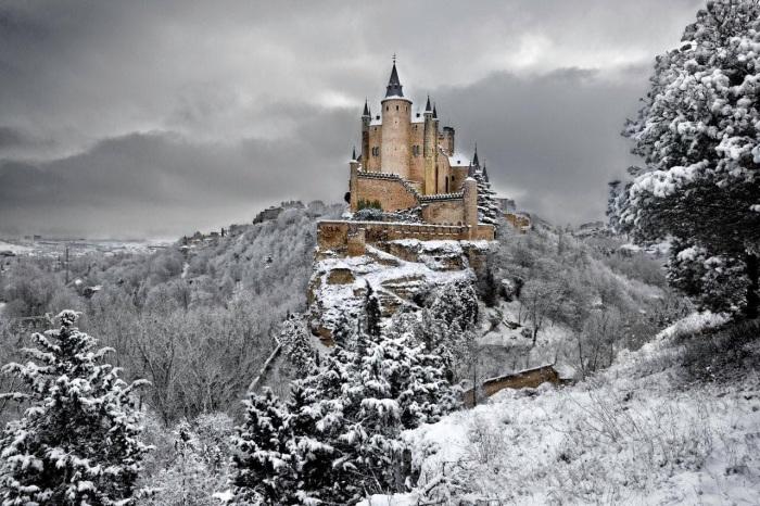 Замок Алькасар в Испании.