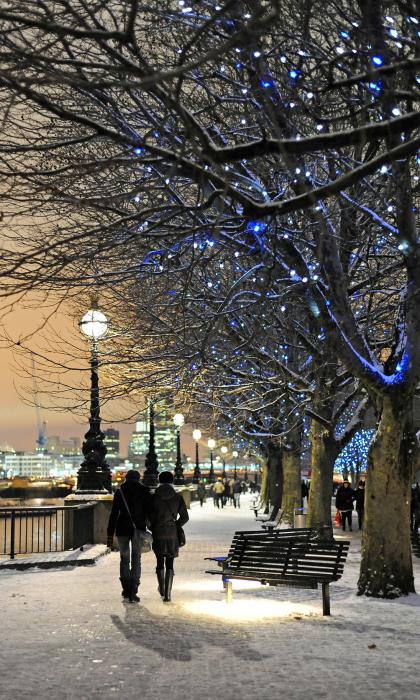 Великолепный вид на реку Темзу зимой в Лондоне.