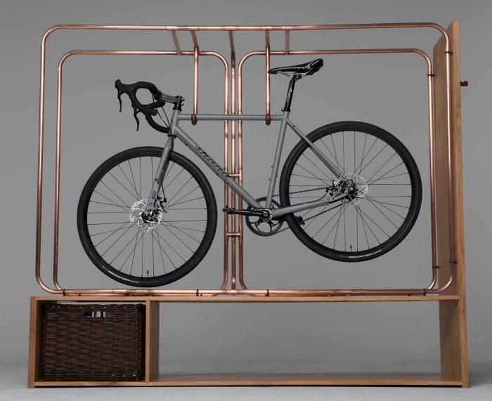 Роскошная стойка для велосипеда.
