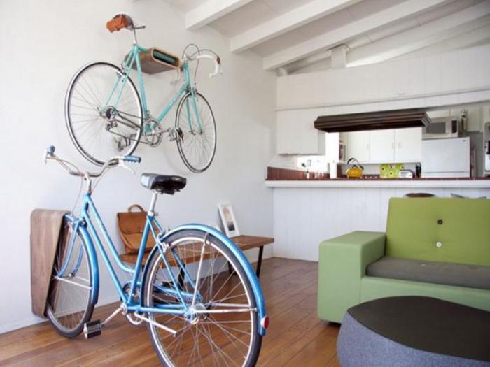 Прекрасный вариант способ нескольких велосипедов в одной комнате.