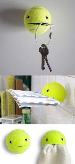Мячик как держатель для ключей, почты и салфеток.