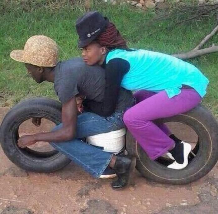 Великолепный способ покататься на мотоцикле, когда его нет.