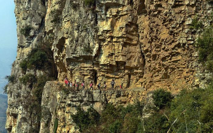 Возможно самый длинный путь в школу в Китае.