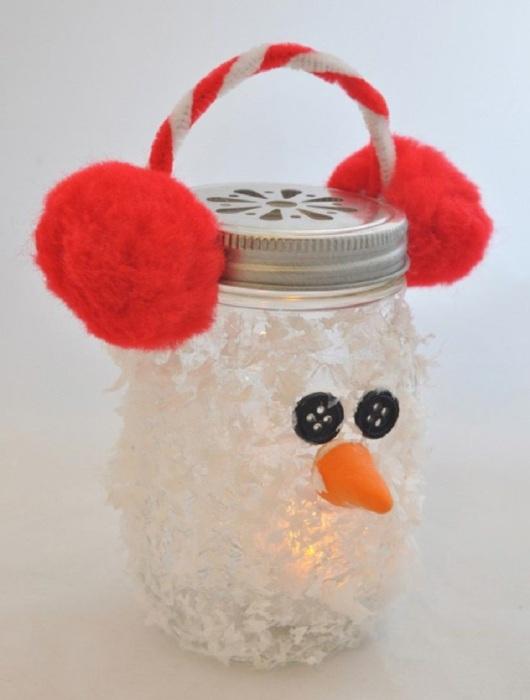 Необычный светильник-снеговик из банки.