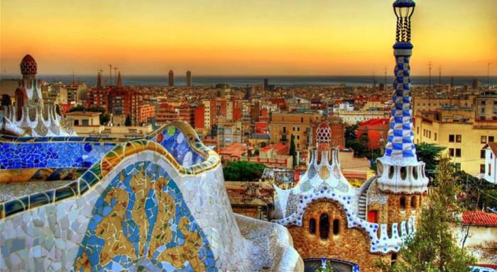 Жаркий город Барселона.