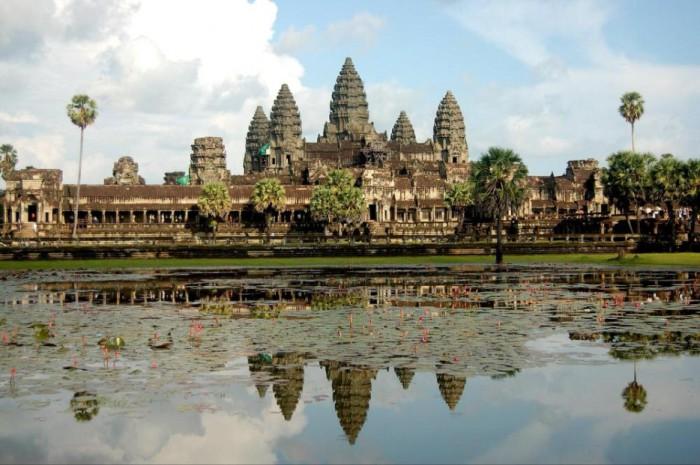 Масштабный комплекс храмов в Камбодже.