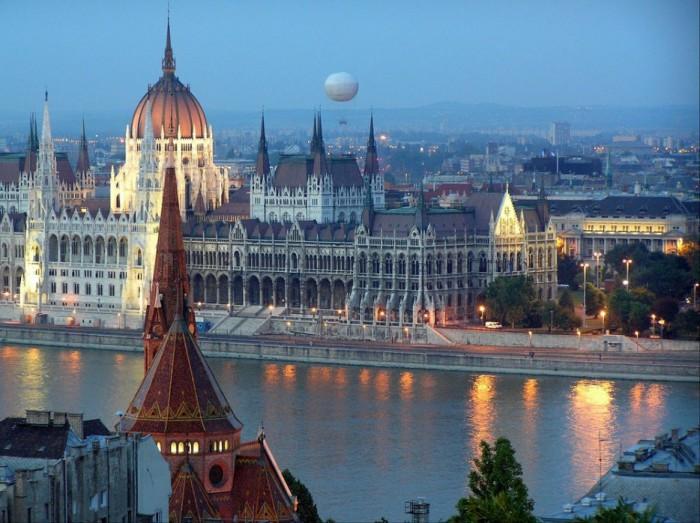 Готические постройки в Будапеште.