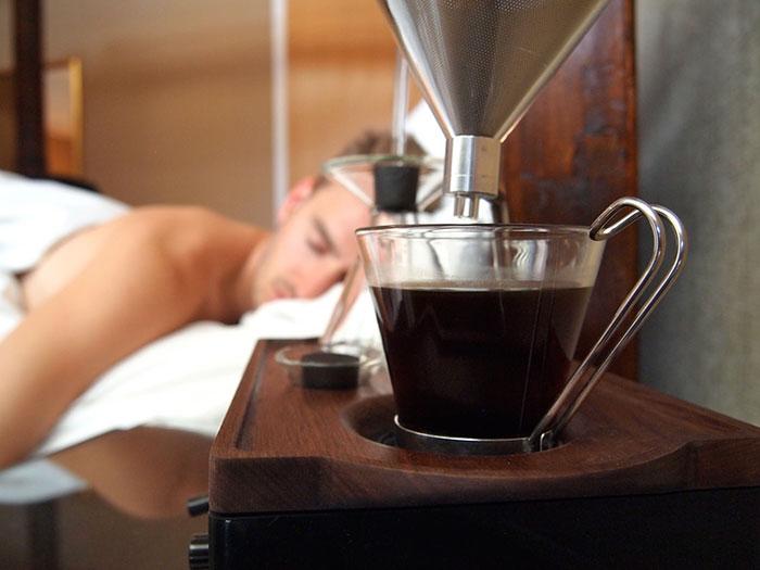 Утро начинается с кофе